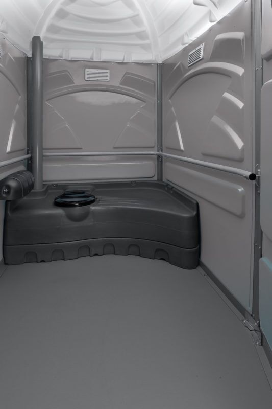 Spacious portable bathroom